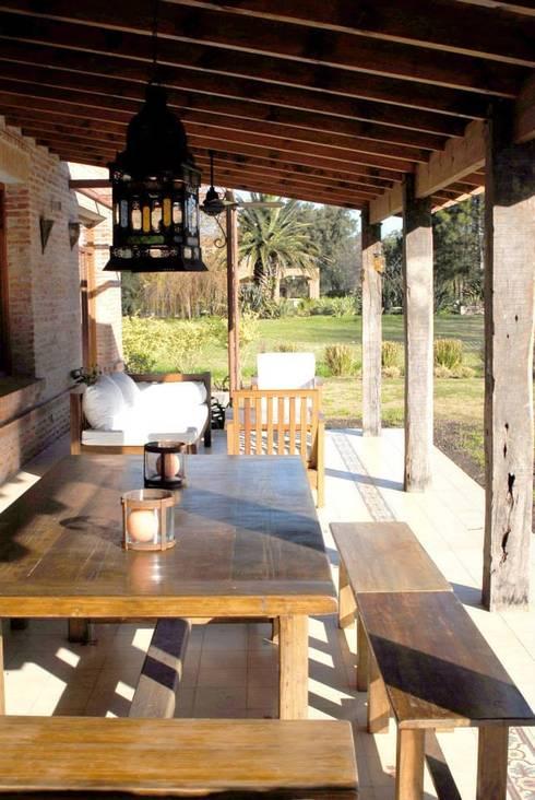 Casa Dodero: Terrazas de estilo  por Aulet & Yaregui Arquitectos