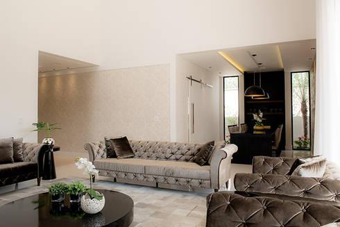 Casa Térrea – contemporânea: Salas de estar modernas por Camila Castilho - Arquitetura e Interiores