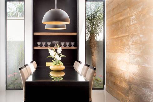 Casa Térrea – contemporânea: Salas de jantar modernas por Camila Castilho - Arquitetura e Interiores