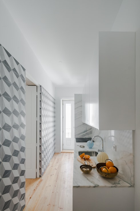 Santa Teresa: Cozinhas ecléticas por Pedro Ferreira Architecture Studio Lda