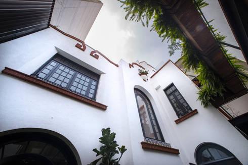 CASA EN HIPÓDROMO CONDESA: Casas de estilo moderno por TW/A Architectural Group