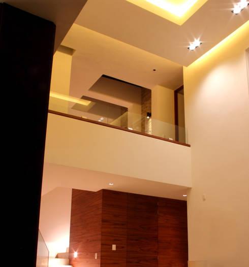 SALA : Salas de estilo moderno por GRUPO VOLTA