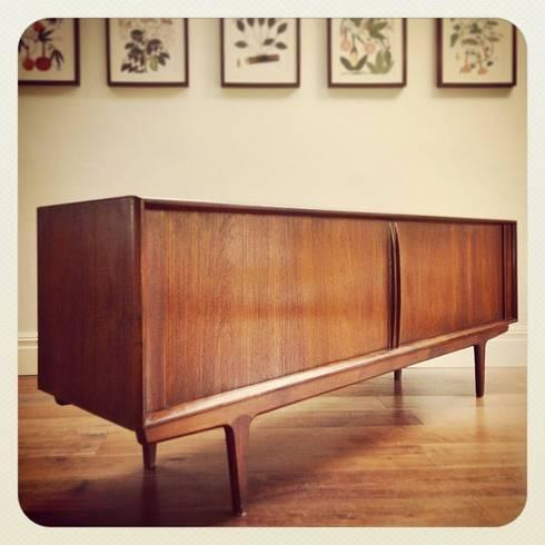 Bernhard Pedersen & Sons teak sideboard 1966: Casa  por Retro Wood