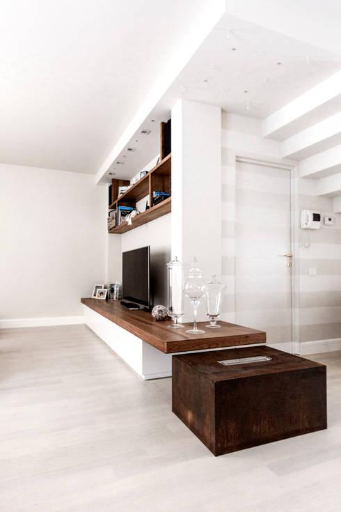 modern Living room by Galleria del Vento
