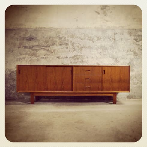 Bramin Teak Sideboard & Erling Torvits   Disponíveis_Available: Sala de estar  por Retro Wood
