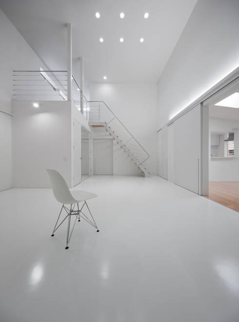 黒髪町の家: 一級建築士事務所ヒマラヤ(久野啓太郎)が手掛けた書斎です。