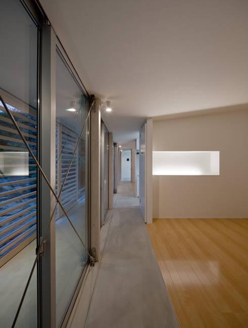 黒髪町の家: 一級建築士事務所ヒマラヤ(久野啓太郎)が手掛けた寝室です。