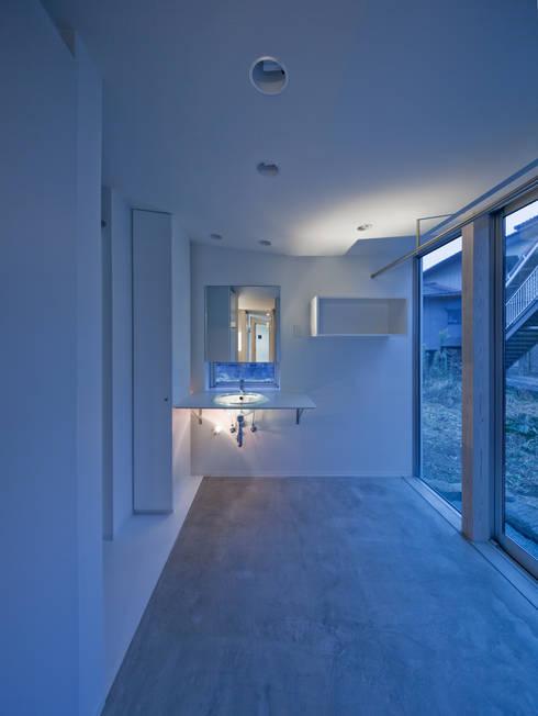 黒髪町の家: 一級建築士事務所ヒマラヤ(久野啓太郎)が手掛けた浴室です。