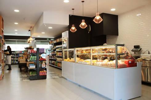 Pão Com Companhia: Escritórios e Espaços de trabalho  por Red Centre - Design & Feng Shui