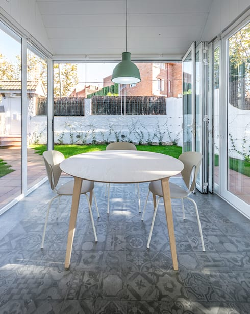 Dining room by 08023 Architects