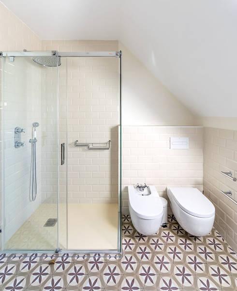 moderne Badezimmer von 08023 Architects