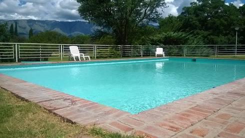 Bessone arquitectos piscina homify for Cuanto cuesta construir una piscina en colombia