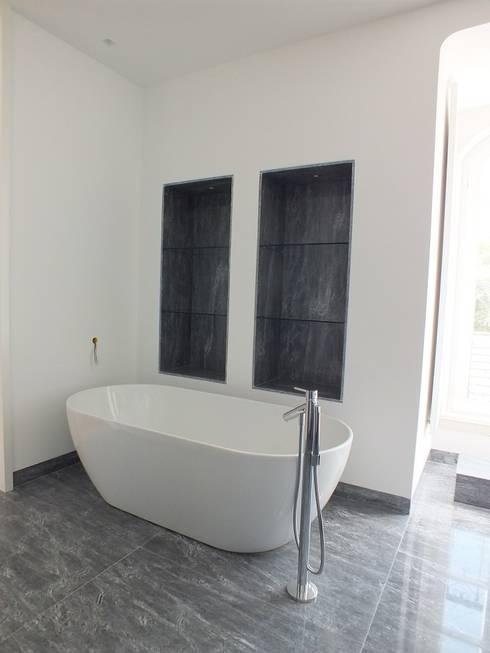 IS Suite Principal: Casas de banho clássicas por Belgas Constrói Lda
