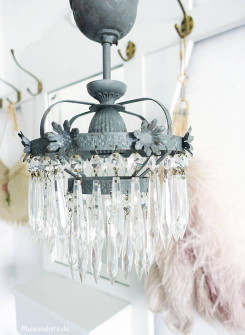 Antiker Kleiner Kristall Kronleuchter Mit Patina Shabby Grau: Klassische  Schlafzimmer Von Maisondora Vintage Living