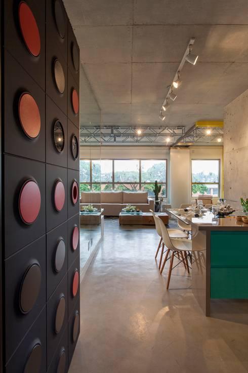 DECORADO CITRINO: Salas de jantar modernas por RC ARQUITETURA