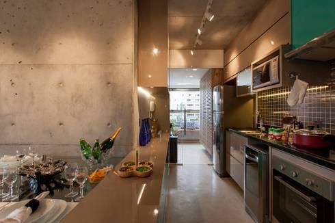 DECORADO CITRINO: Cozinhas modernas por RC ARQUITETURA