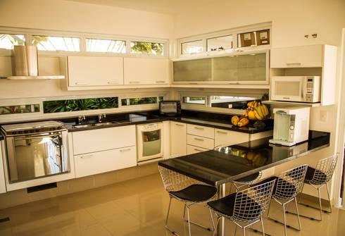Residência Alphaville Campinas: Cozinhas clássicas por RC ARQUITETURA