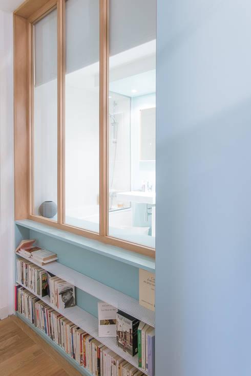 Прихожая, коридор и лестницы в . Автор – Atelier Tropique
