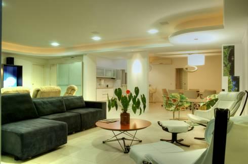 PROJ. ARQ. DENISE NERVO: Salas de estar modernas por BRAESCHER FOTOGRAFIA