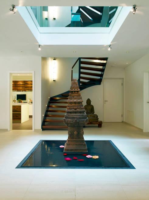 Corridor & hallway by Baufritz (UK) Ltd.
