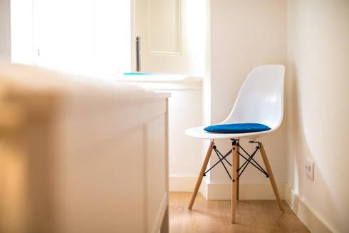 Um look contemporâneo e cosmopolita: Quartos modernos por Architect Your Home
