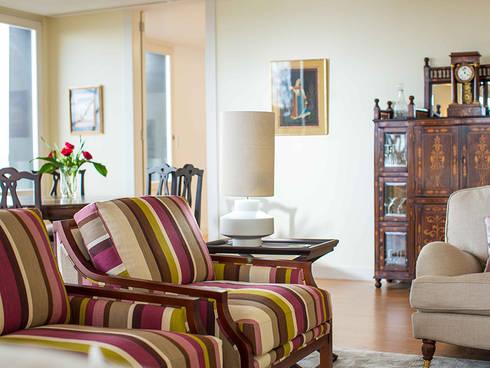 Uma casa com vista: Salas de estar modernas por Architect Your Home