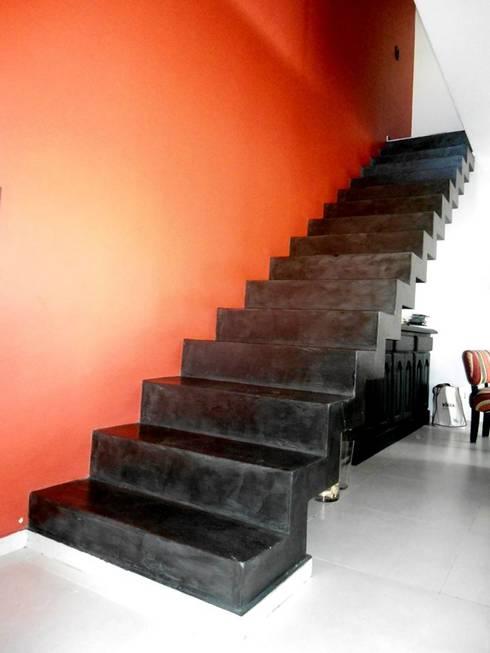 Vivienda DLB - Tejas 2 (proyecto y obra): Pasillos y recibidores de estilo  por ANDA arquitectos