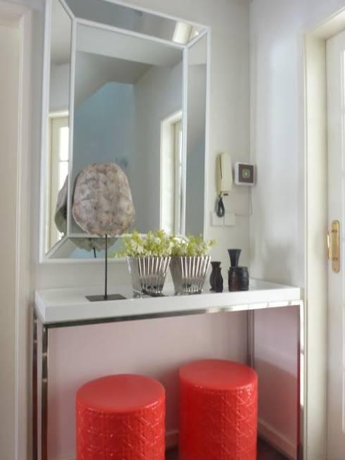 Restyling de uma casa de Verão: Quartos modernos por Blanco Interiores