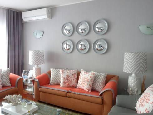Restyling de uma casa de Verão: Salas de estar modernas por Blanco Interiores