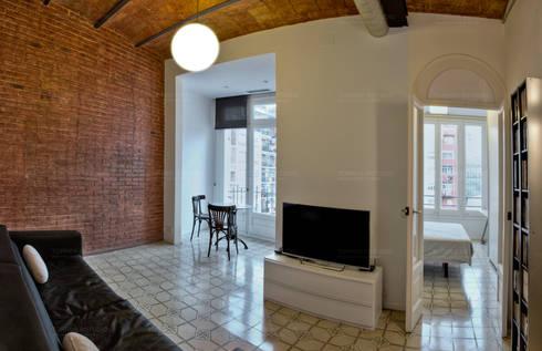Vuelta catalana de increible belleza: Salones de estilo minimalista de Torres Estudio Arquitectura Interior