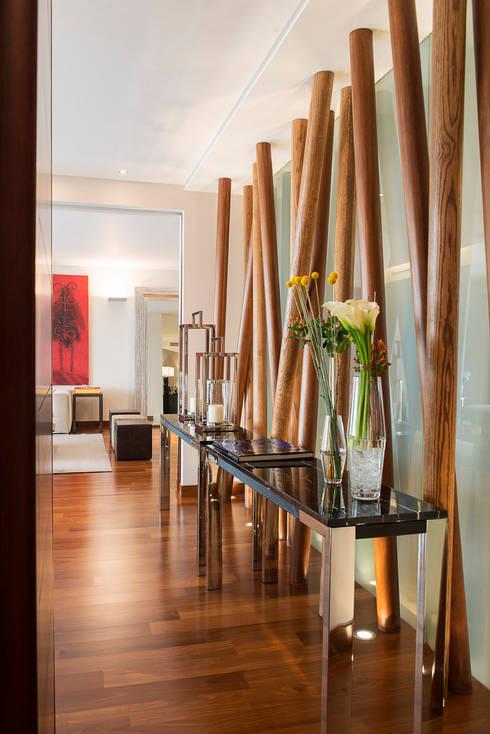 Departamento Tabachines : Pasillos y recibidores de estilo  por Hansi Arquitectura