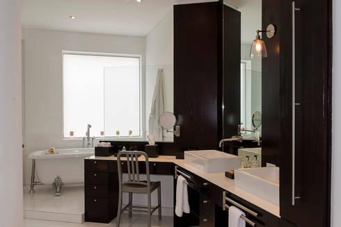 Departamento Tabachines : Baños de estilo  por Hansi Arquitectura