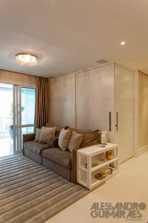 modern Living room تنفيذ Martins Valente Arquitetura e Interiores