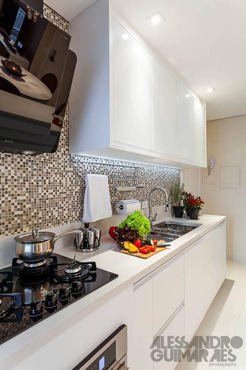 مطبخ تنفيذ Martins Valente Arquitetura e Interiores