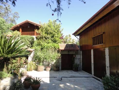 HABITAÇÃO RURAL: Casas rústicas por DesignbySoares | Arquitecto