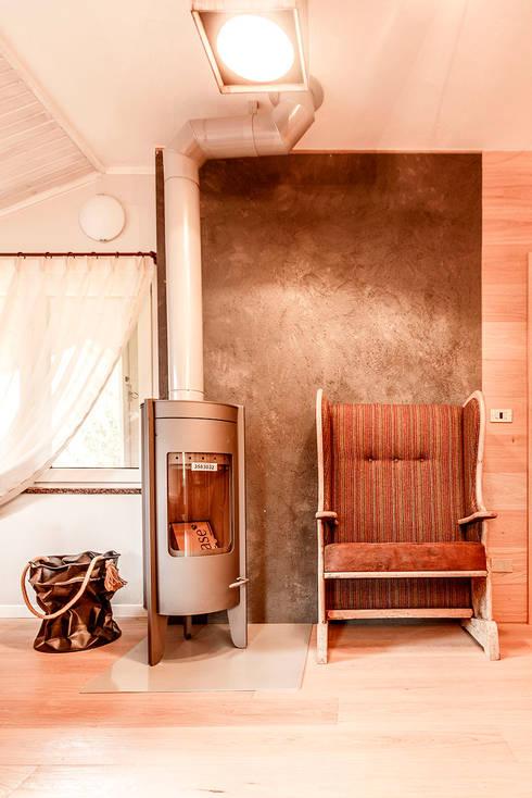 Appartamento Residenziale - Aprica 2014: Soggiorno in stile in stile Rustico di Galleria del Vento