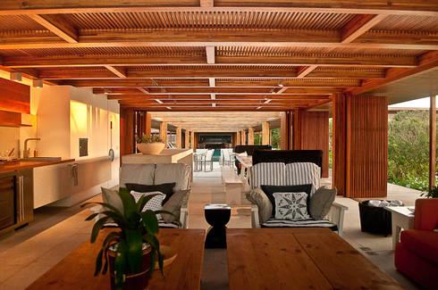 Casa Búzios: Terraços  por Toninho Noronha Arquitetura