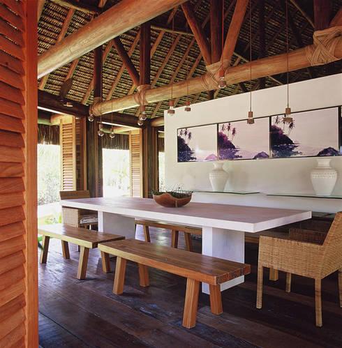 Casa Trancoso: Salas de jantar rústicas por Toninho Noronha Arquitetura