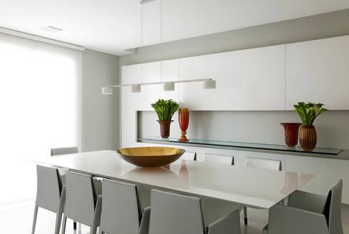 apartamento jardins: Salas de jantar modernas por Toninho Noronha Arquitetura