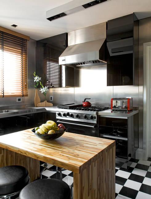 apartamento jardins: Cozinhas modernas por Toninho Noronha Arquitetura