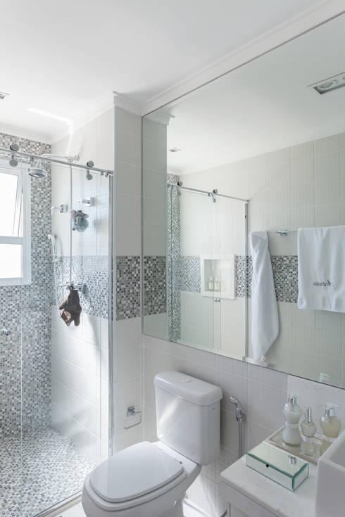 modern Bathroom تنفيذ Martins Valente Arquitetura e Interiores