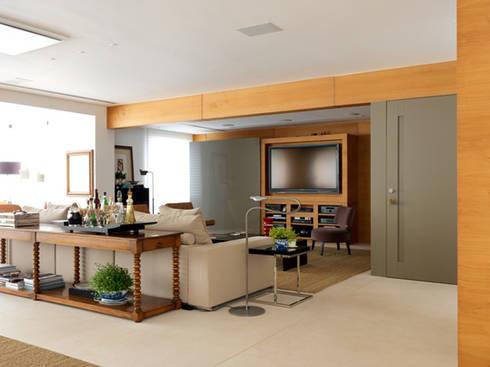 Apartamento VNC 4: Salas multimídia modernas por Toninho Noronha Arquitetura