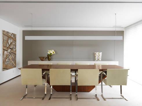 Apartamento VNC 4: Salas de jantar modernas por Toninho Noronha Arquitetura