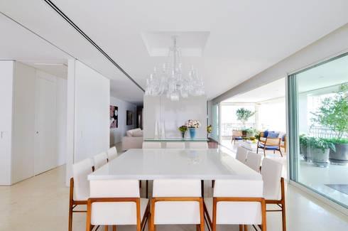 Apartamento Higienópolis: Salas de jantar modernas por Toninho Noronha Arquitetura