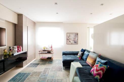 Apartamento Higienópolis: Salas multimídia modernas por Toninho Noronha Arquitetura
