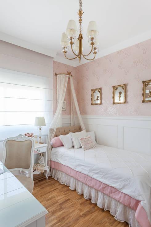 modern Nursery/kid's room by Martins Valente Arquitetura e Interiores