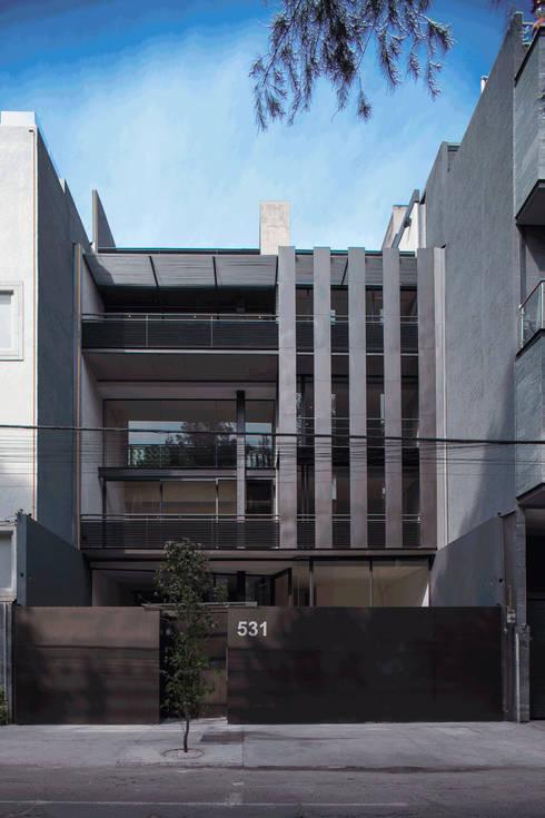 Hesiodo: Casas de estilo minimalista por Cm2 Management