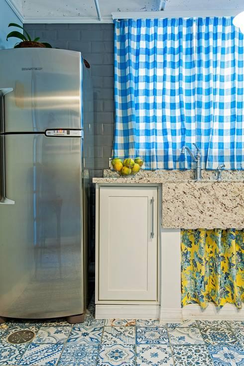 APARTAMENTO FO: Cozinhas rústicas por Studio Boscardin.Corsi Arquitetura