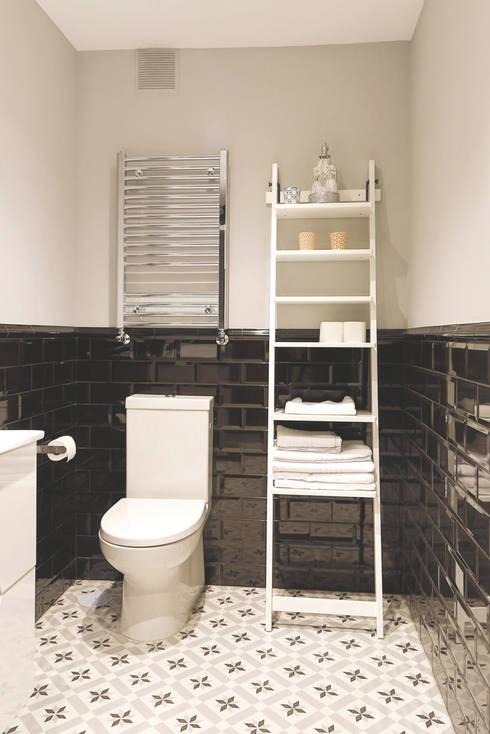 Baños de estilo  por StudioBMK