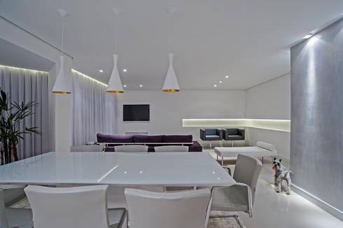 APARTAMENTO HB: Salas de jantar minimalistas por Studio Boscardin.Corsi Arquitetura